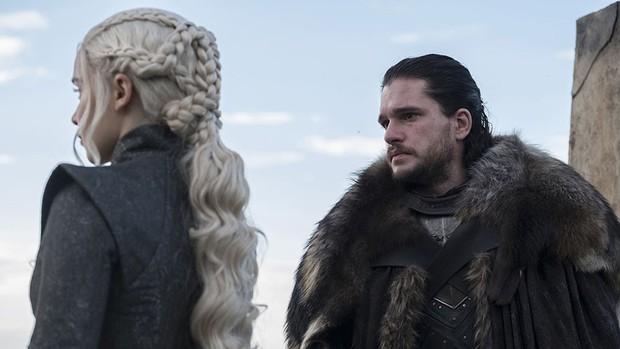 Giữa buổi đọc kịch bản Game of Thrones 8 đã có người bật khóc suy sụp, nhưng thứ này của mẹ Rồng mới giật mình - Ảnh 3.