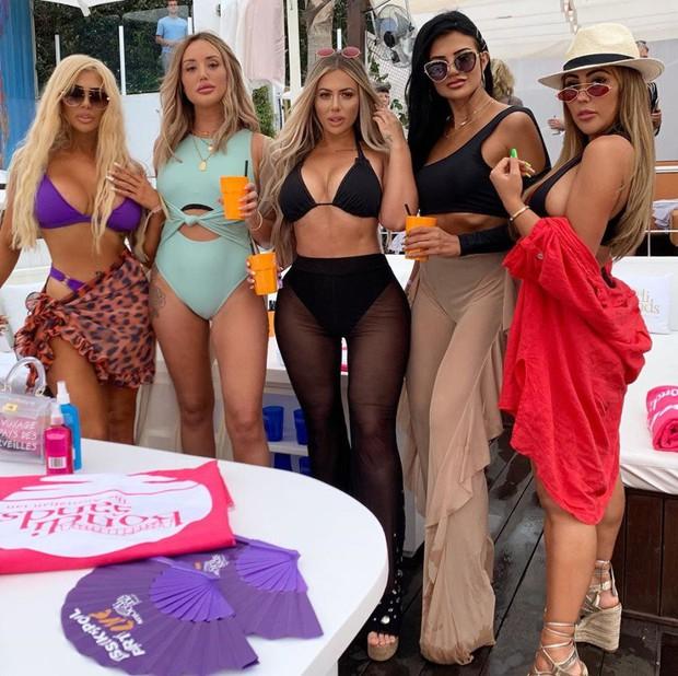 Thảm họa thẩm mỹ nước Anh lột xác thành phiên bản lỗi của Kim Kardashian, khoe vòng 3 khủng đến mức méo mó - Ảnh 6.