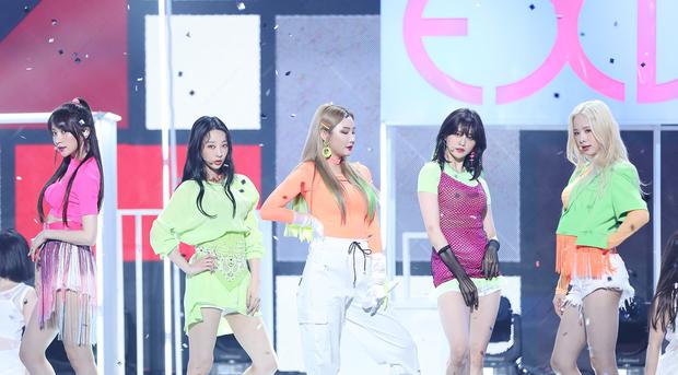 Trước khi 2 thành viên rời công ty, EXID tung MV kỉ niệm 7 năm bên nhau, riêng 1 cảnh khiến fan rơi lệ - Ảnh 2.