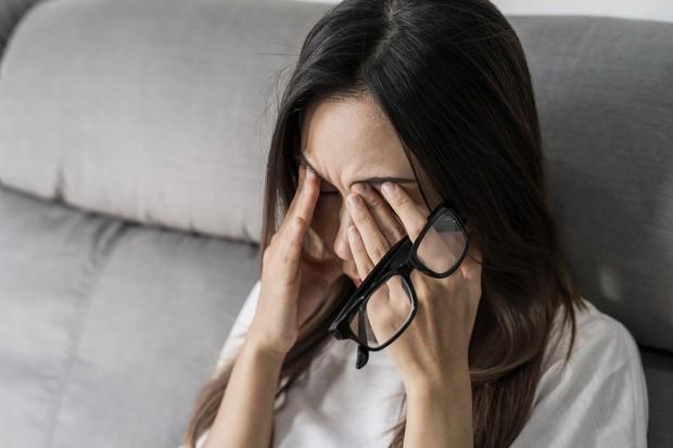 Dùng điện thoại nhiều khiến bạn dễ gặp phải triệu chứng này nhưng mấy ai biết cách khắc phục hiệu quả - Ảnh 4.