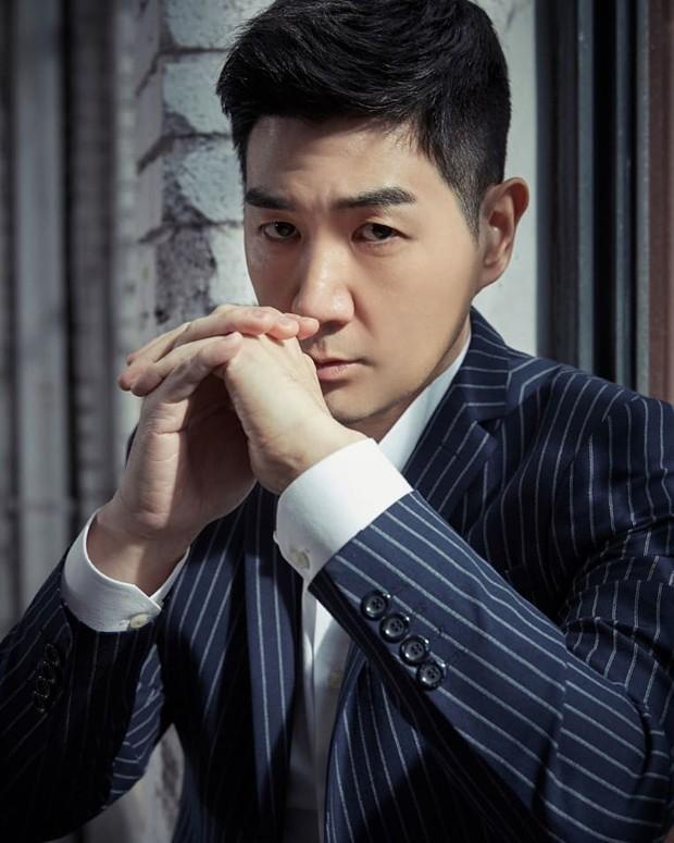 Nam diễn viên Hàn công khai đăng ảnh tận mặt chỉ trích chủ tịch YG vì bê bối, tài tử Pinocchio có thái độ bất ngờ - Ảnh 1.