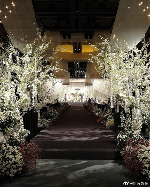 Đám cưới Hoa - Hàn hot nhất hôm nay: Choo Ja Hyun hoá nữ thần diện váy cưới trắng tinh khôi, e ấp bên Vu Hiểu Quang - Ảnh 8.