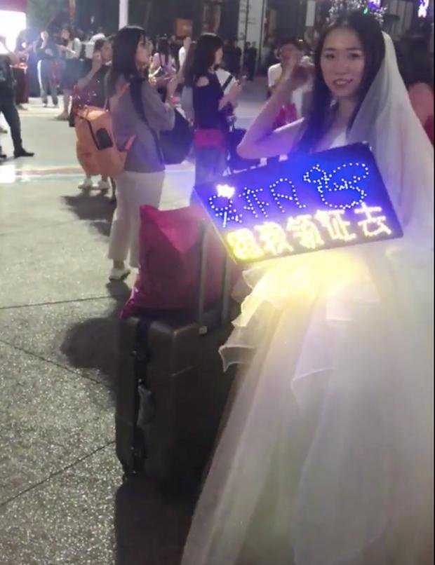 Fan girl lấy hết dũng khí mặc váy cưới đi concert Ngô Diệc Phàm: Dù sau này kết hôn với ai thì anh mãi là tín ngưỡng đẹp nhất lòng em - Ảnh 3.