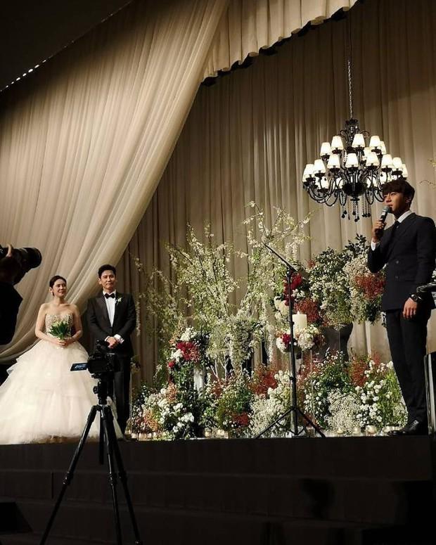 Đám cưới Hoa - Hàn hot nhất hôm nay: Choo Ja Hyun hoá nữ thần diện váy cưới trắng tinh khôi, e ấp bên Vu Hiểu Quang - Ảnh 3.
