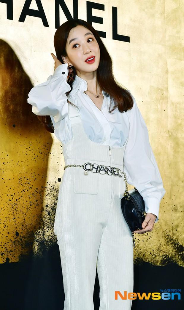 Sự kiện Chanel tại Seoul: Kristen Stewart xuất hiện với diện mạo dọa ma, chị em nhà Jessica - Krystal xuống sắc - Ảnh 10.