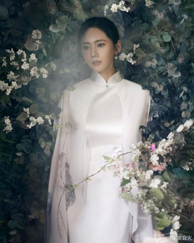 Đám cưới Hoa - Hàn hot nhất hôm nay: Choo Ja Hyun hoá nữ thần diện váy cưới trắng tinh khôi, e ấp bên Vu Hiểu Quang - Ảnh 10.