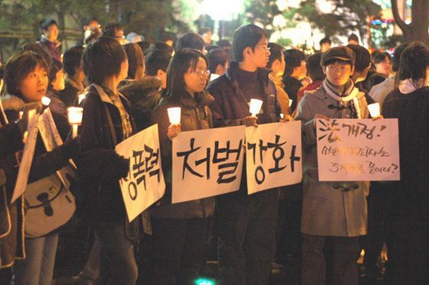 SBS khơi lại vụ nữ sinh 14 tuổi bị 41 nam sinh cưỡng bức ở Hàn Quốc: Công lý có đứng về phía nạn nhân sau 15 năm tủi nhục? - Ảnh 8.
