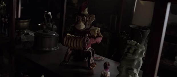 Tung trailer, Annabelle nổi điên với lũ trẻ ranh dám đột nhập tủ cúp bế của phụ huynh khi chưa được phép! - Ảnh 4.
