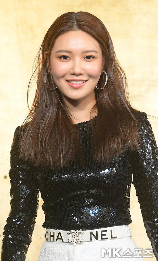 3 màn đụng độ gây bão: Sooyoung gặp cựu thành viên SNSD, nàng thơ của Lee Min Ho bị dàn idol và siêu mẫu lấn át - Ảnh 2.