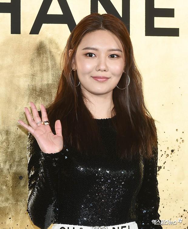 3 màn đụng độ gây bão: Sooyoung gặp cựu thành viên SNSD, nàng thơ của Lee Min Ho bị dàn idol và siêu mẫu lấn át - Ảnh 9.
