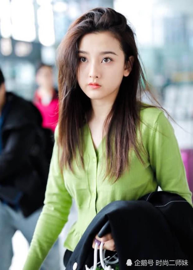 2 nữ thần Cbiz thời đại mới cùng sinh năm 1998 đọ sắc: Người đẹp như tuyệt tác, kẻ khiến netizen vỡ mộng - Ảnh 3.