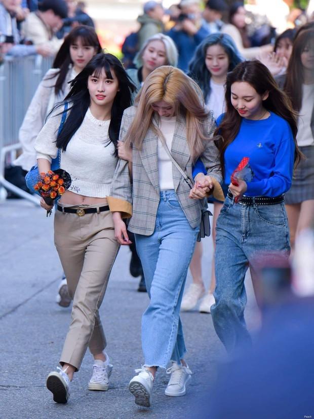 Sau Jihyo, đến lượt Sana (TWICE) bật khóc vì chịu quá nhiều áp lực từ truyền thông và netizen xứ Hàn hậu lùm xùm - Ảnh 3.