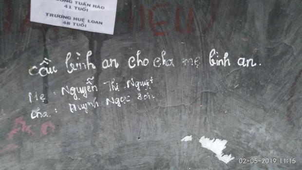 Không chỉ viết tên bố mẹ lên chuông đồng, nhiều bạn trẻ còn vẽ bậy để bày tỏ tình yêu ở chùa Linh Quy Pháp Ấn gây phẫn nộ - Ảnh 4.