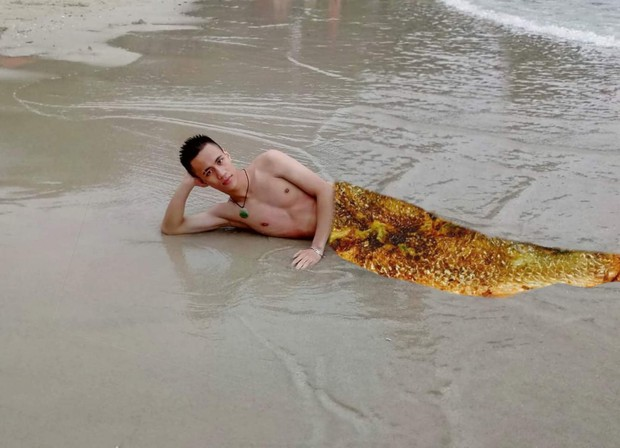 Nhờ dân mạng ghép đuôi cho giống nam thần tiên cá, chàng trai nhận những bức ảnh cười không nhặt được miệng - Ảnh 10.