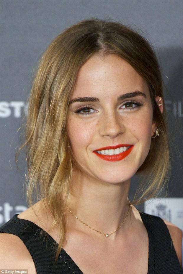 Hành trình tuột dốc nhan sắc của Emma Watson sau 18 năm: Ai ngờ Bông hoa đẹp nhất nước Anh lại chóng tàn đến vậy - Ảnh 13.