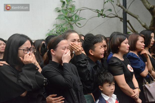 Nghẹn lòng bài thơ tiễn biệt cô giáo tiểu học bị ô tô Mercedes tông tử vong ở hầm Kim Liên - Ảnh 4.