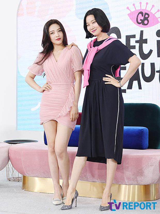 3 mỹ nhân Hàn đình đám gây sốt tại loạt sự kiện: Xuất hiện nữ thần đẹp xuất sắc, cựu idol suýt hớ hênh - Ảnh 1.
