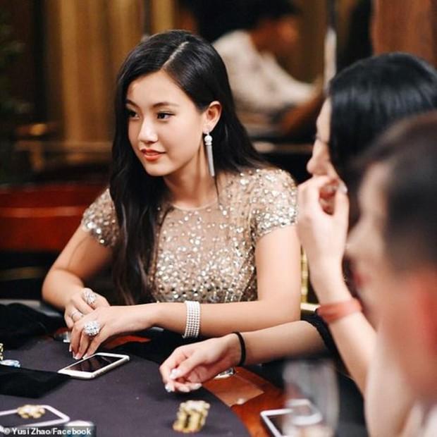 Đăng đàn khoe vùi đầu học tập để vào Đại học Stanford, con gái đại gia bị phát hiện mua điểm với giá 6,5 triệu USD - Ảnh 4.