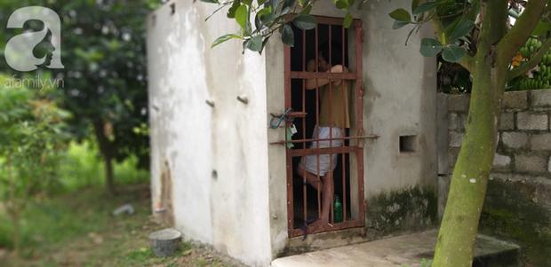 Cận cảnh chiếc chuồng của người bố nhốt con trai như vật nuôi, đầy ruồi muỗi và hôi thối được bạn bè giải cứu ở Hưng Yên - Ảnh 6.