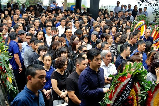 Nhiều thế hệ học trò tiễn đưa cô giáo bị tai nạn hầm Kim Liên - Ảnh 6.