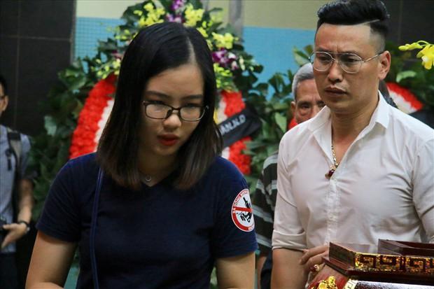 Nhiều thế hệ học trò tiễn đưa cô giáo bị tai nạn hầm Kim Liên - Ảnh 8.