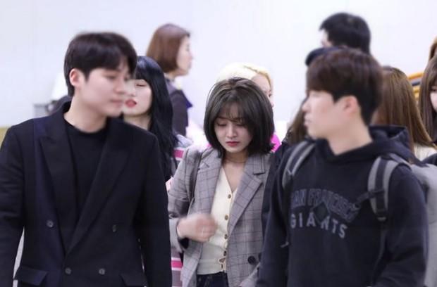 Sau Jihyo, đến lượt Sana (TWICE) bật khóc vì chịu quá nhiều áp lực từ truyền thông và netizen xứ Hàn hậu lùm xùm - Ảnh 7.