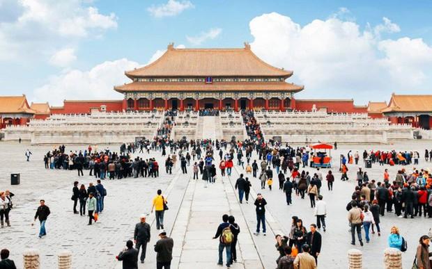 Xu hướng du lịch xa xỉ tại Trung Quốc khiến giới nhà giàu phương Tây mê như điếu đổ: Mở tiệc giữa sa mạc, đi thăm nhà máy hạt nhân, tất cả đều được đáp ứng! - Ảnh 1.