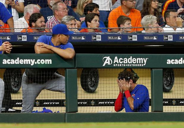 Sao bóng chày quỳ xuống nức nở sau cú đánh lỗi khiến bé gái phải nhập viện khẩn cấp - Ảnh 8.