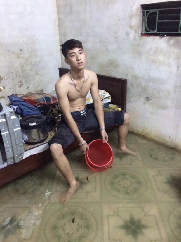 Đăng ảnh ngồi tát nước trong phòng trọ mùa mưa vì bị ngập, nam sinh nói hộ nỗi thống khổ của bao sinh viên - Ảnh 2.