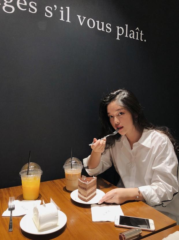 Soi kỹ nhan sắc nữ sinh Việt Đức nổi tiếng sau bức ảnh rơi lệ đẹp như phim ngày bế giảng năm học - Ảnh 13.