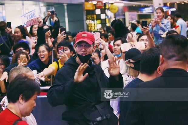 Dàn idol Kpop khiến sân bay Tân Sơn Nhất nổ tung giữa đêm: Mỹ nam Wanna One trắng bật tông, KARD há hốc vì biển fan - Ảnh 8.