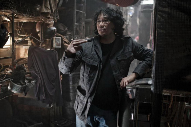 """Đẳng cấp đạo diễn Bong Joon Ho: Đưa Song Kang Ho một bước thành sao, biến """"Đội trưởng Mỹ"""" Chris Evans thành kẻ nổi loạn - Ảnh 2."""