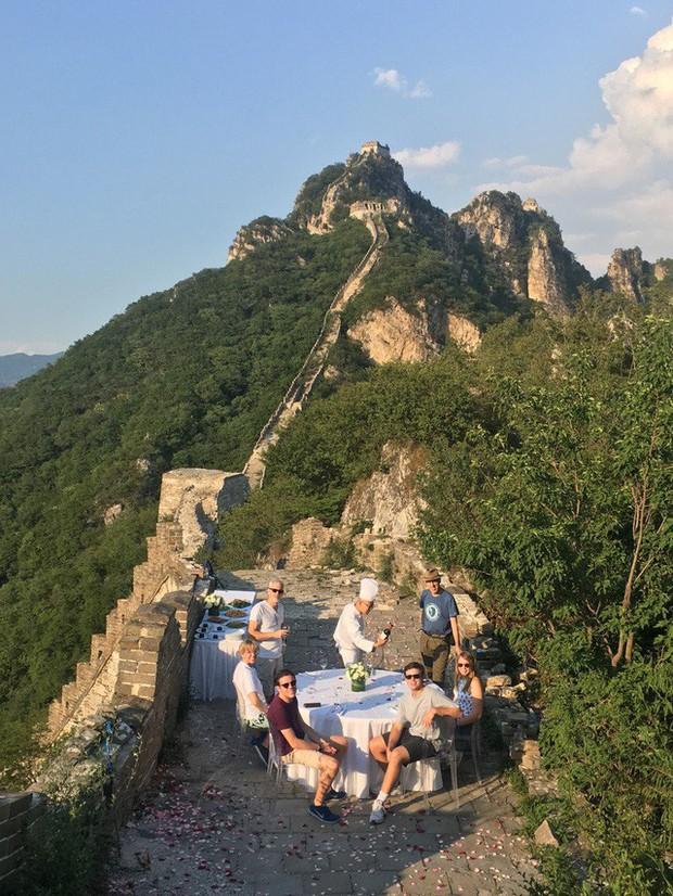 Xu hướng du lịch xa xỉ tại Trung Quốc khiến giới nhà giàu phương Tây mê như điếu đổ: Mở tiệc giữa sa mạc, đi thăm nhà máy hạt nhân, tất cả đều được đáp ứng! - Ảnh 5.