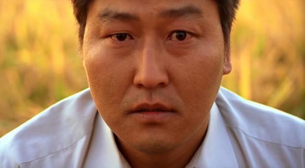 """Đẳng cấp đạo diễn Bong Joon Ho: Đưa Song Kang Ho một bước thành sao, biến """"Đội trưởng Mỹ"""" Chris Evans thành kẻ nổi loạn - Ảnh 6."""
