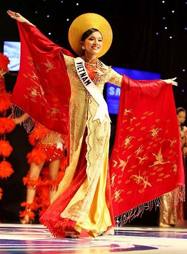 Từ trước khi có cuộc thi thiết kế, phần trang phục dân tộc của đại diện Việt Nam do ai phụ trách? - Ảnh 9.