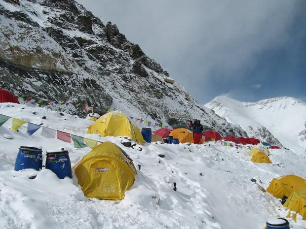 10 sự thực nhiều người chưa biết về hành trình chinh phục Everest: Siêu tốn kém, chuẩn bị không kỹ thì chỉ bỏ mạng - Ảnh 9.