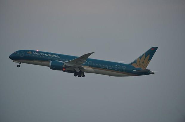 Máy bay Vietnam Airlines đi Đức quay lại sân bay Nội Bài sau 30 phút cất cánh - Ảnh 1.