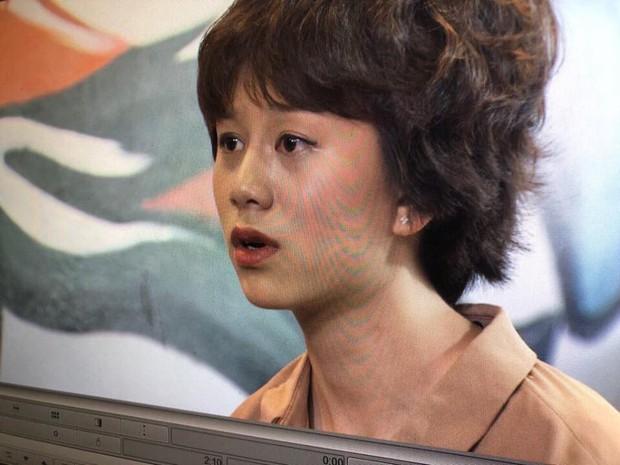 Make-up của Ánh Dương (Về Nhà Đi Con) khi hẹn hò ông Quốc: Môi bầm, tóc sư tử, mắt kẻ... bị lệch? - Ảnh 2.
