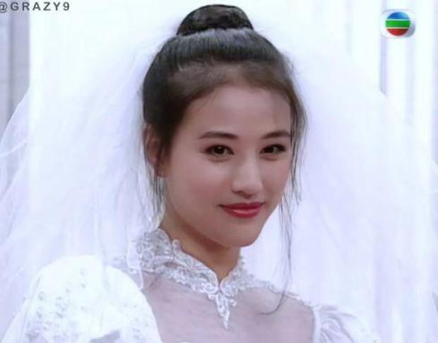 27 mỹ nhân tuyệt sắc Hong Kong mặc váy cưới tinh khôi, Lê Tư hay Châu Huệ Mẫn mới kinh diễm hơn cả? - Ảnh 18.