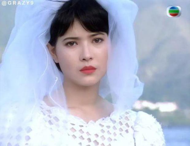 27 mỹ nhân tuyệt sắc Hong Kong mặc váy cưới tinh khôi, Lê Tư hay Châu Huệ Mẫn mới kinh diễm hơn cả? - Ảnh 19.