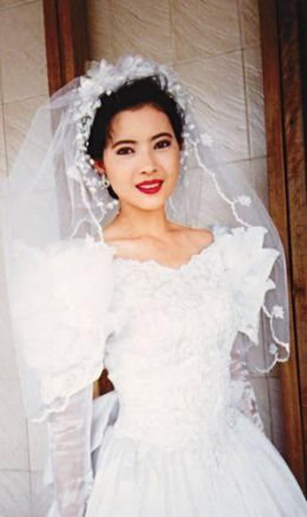 27 mỹ nhân tuyệt sắc Hong Kong mặc váy cưới tinh khôi, Lê Tư hay Châu Huệ Mẫn mới kinh diễm hơn cả? - Ảnh 20.