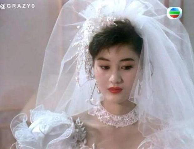 27 mỹ nhân tuyệt sắc Hong Kong mặc váy cưới tinh khôi, Lê Tư hay Châu Huệ Mẫn mới kinh diễm hơn cả? - Ảnh 25.