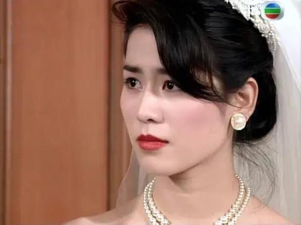 27 mỹ nhân tuyệt sắc Hong Kong mặc váy cưới tinh khôi, Lê Tư hay Châu Huệ Mẫn mới kinh diễm hơn cả? - Ảnh 29.