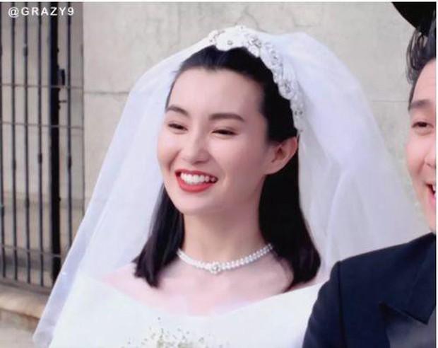27 mỹ nhân tuyệt sắc Hong Kong mặc váy cưới tinh khôi, Lê Tư hay Châu Huệ Mẫn mới kinh diễm hơn cả? - Ảnh 5.