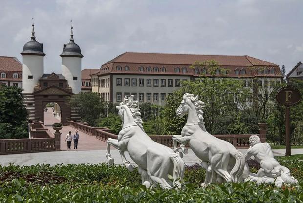Đại bản doanh của Huawei ở Trung Quốc đẹp tựa châu Âu thu nhỏ, nhân viên đi làm mà cứ như đi nghỉ dưỡng - Ảnh 14.