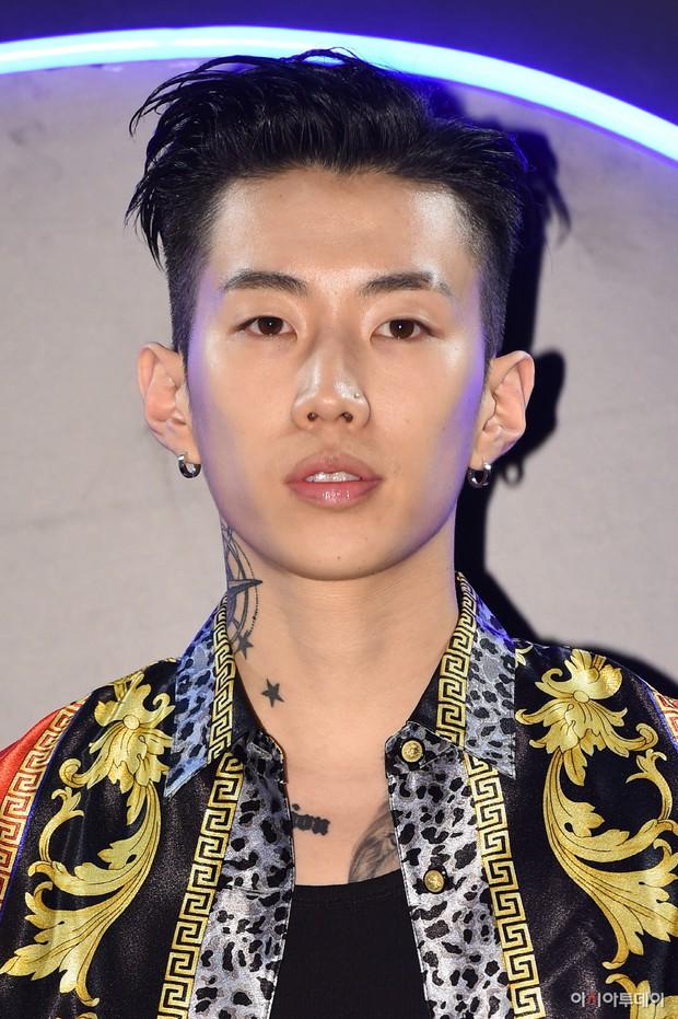 Người trong ngành hé lộ tính cách thật ngoài đời của loạt idol Kpop: BTS, TWICE cũng không gây bất ngờ bằng số 6! - Ảnh 8.