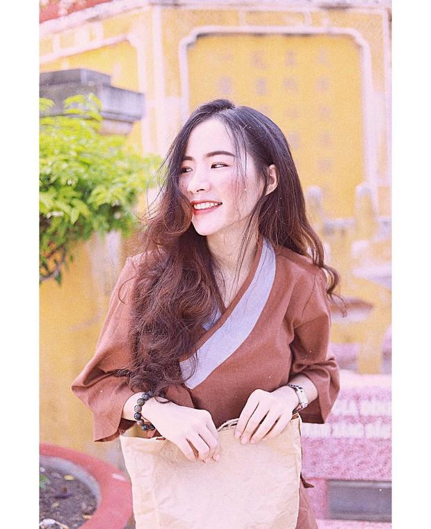 Nữ giảng viên Bình Dương xinh đẹp hơn cả idol Hàn Quốc khiến chẳng trò nào dám nỡ lòng nào trốn tiết! - Ảnh 1.
