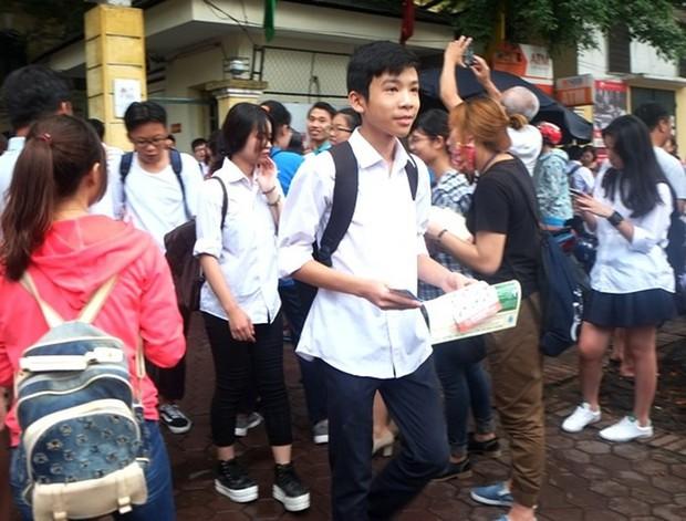 Lần đầu tiên thi trắc nghiệm tuyển sinh lớp 10 Hà Nội: Cảnh báo sai sót thí sinh dễ mắc - Ảnh 1.