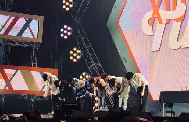 Fanmeeting đẫm nước mắt của Xiumin trước khi nhập ngũ: EXO bất ngờ tham dự, còn Lay đang làm gì? - Ảnh 2.