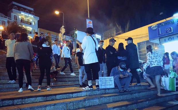 Tranh cãi về loạt ảnh cảnh tỉnh tình trạng xả rác ở Đà Lạt: Cư dân mạng chia thành 2 phe rõ rệt! - Ảnh 10.